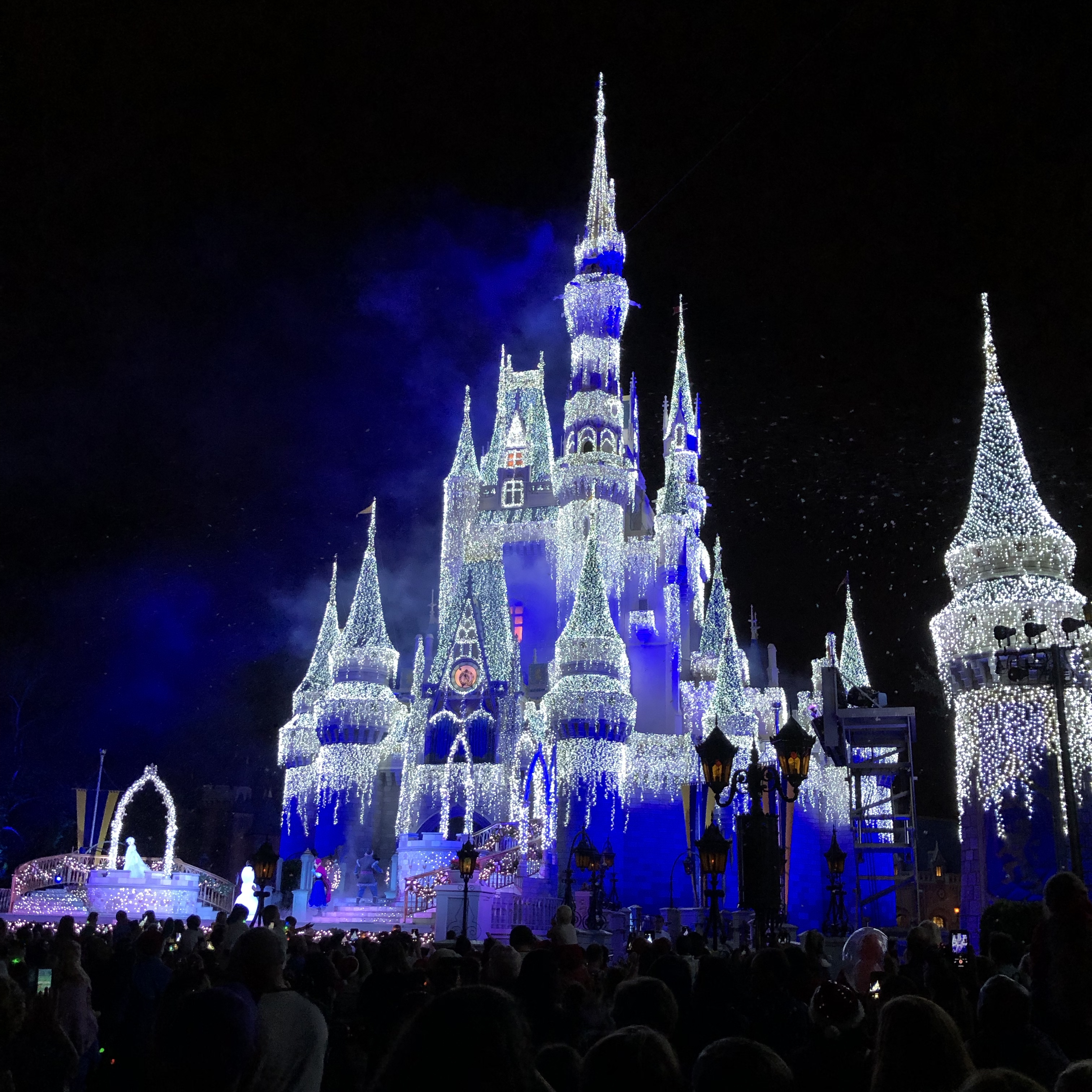 Disney Christmas Party.Dates For Mickey S Very Merry Christmas Party Announced